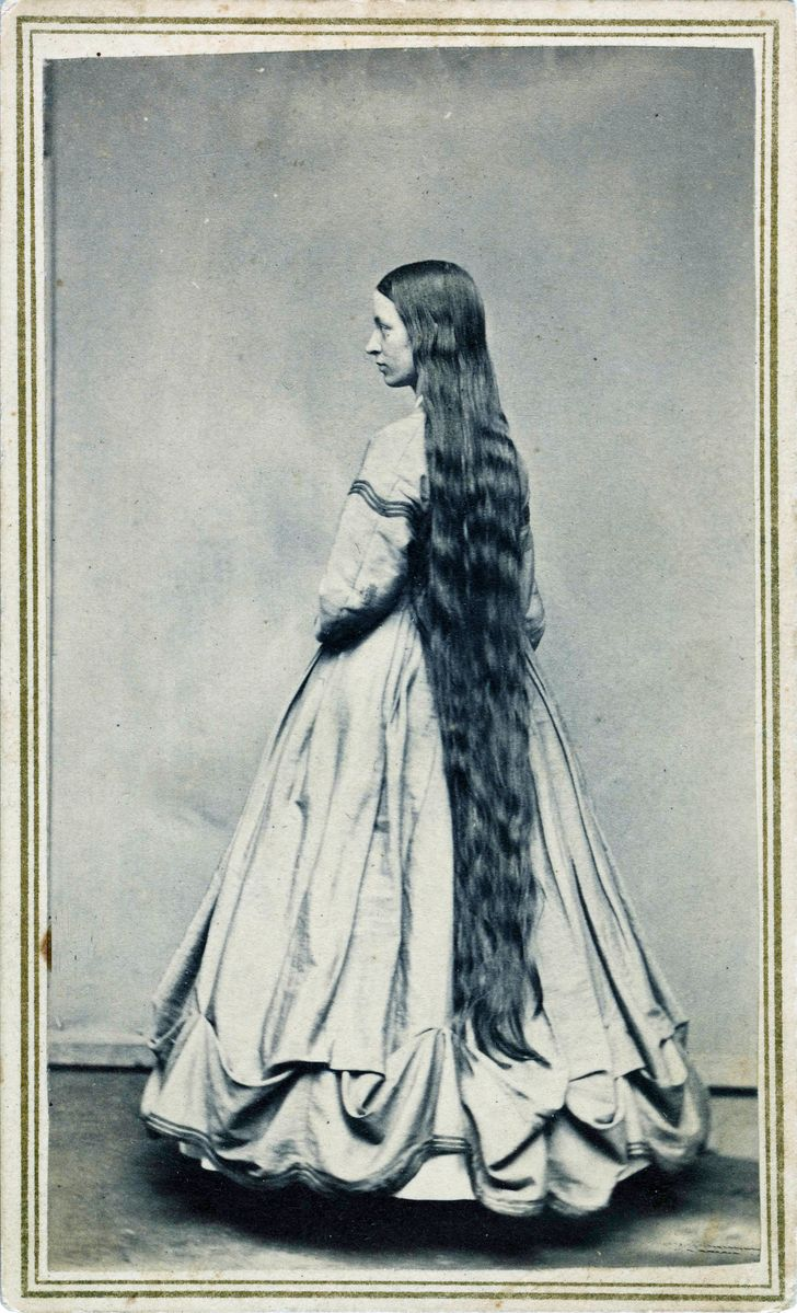 """Por qué muchas mujeres victorianas no se cortaban el cabello (y 17 cabelleras tipo """"Rapunzel"""")"""