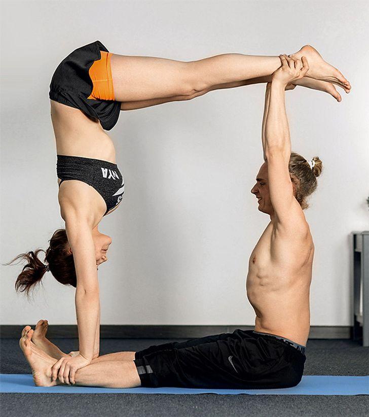12 Posturas De Yoga Para Parejas Que Se Ensenaran A Confiar El Uno En El Otro