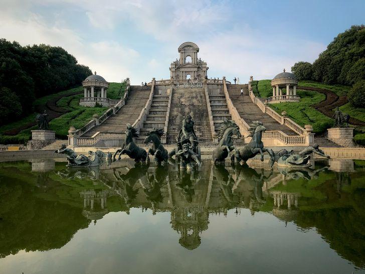 """Conoce la réplica de la capital francesa en China llamada """"París del Este"""" (10+ fotos)"""