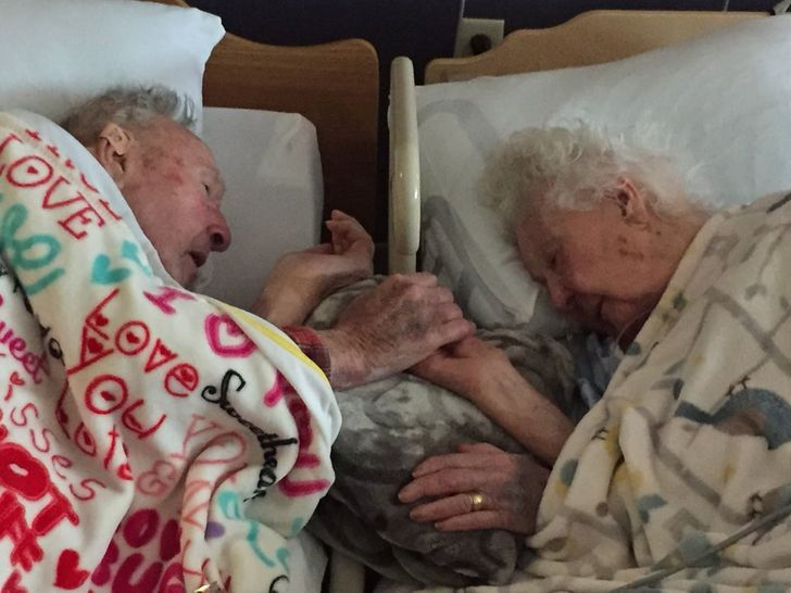 20 Fotos que prueban que el amor real solo se vuelve más fuerte con los años