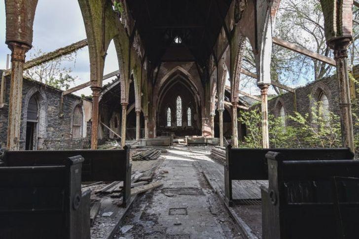 25 Lugares abandonados por donde se ha filtrado el paso del tiempo (y ha dejado huellas)
