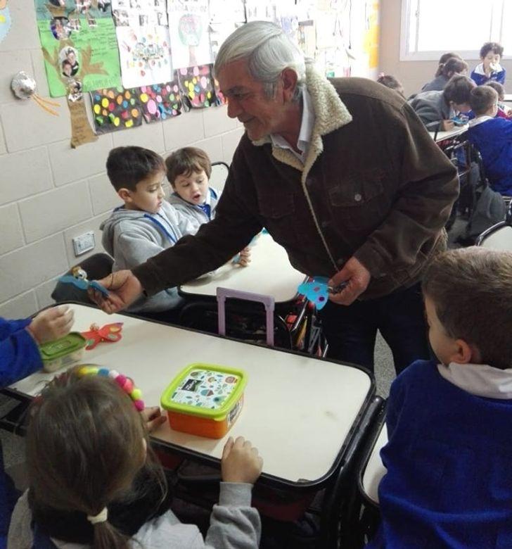 Docente envió a sus alumnos a hacer una tarea que terminó demostrándoles lo importantes que son los abuelos