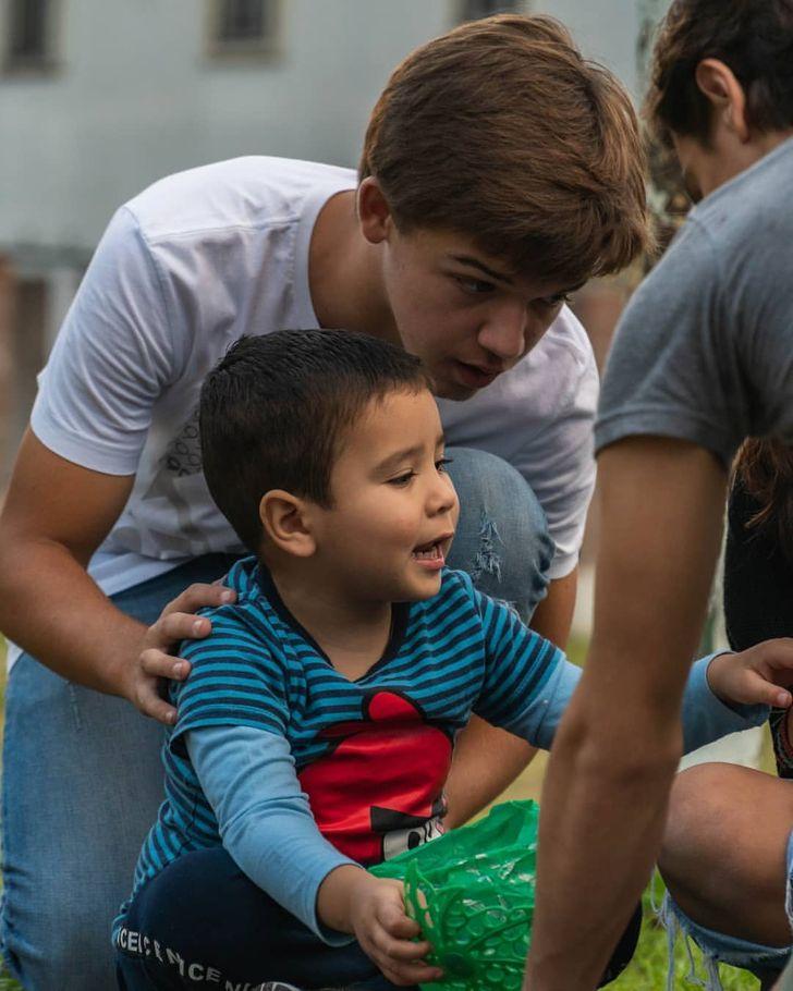 10 Casos de niños que se convirtieron en héroes al ayudar a los demás