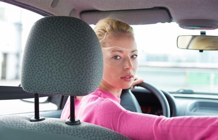10+ Mujeres que han elegido la profesión de taxista y ahora siempre tienen una historia que contar