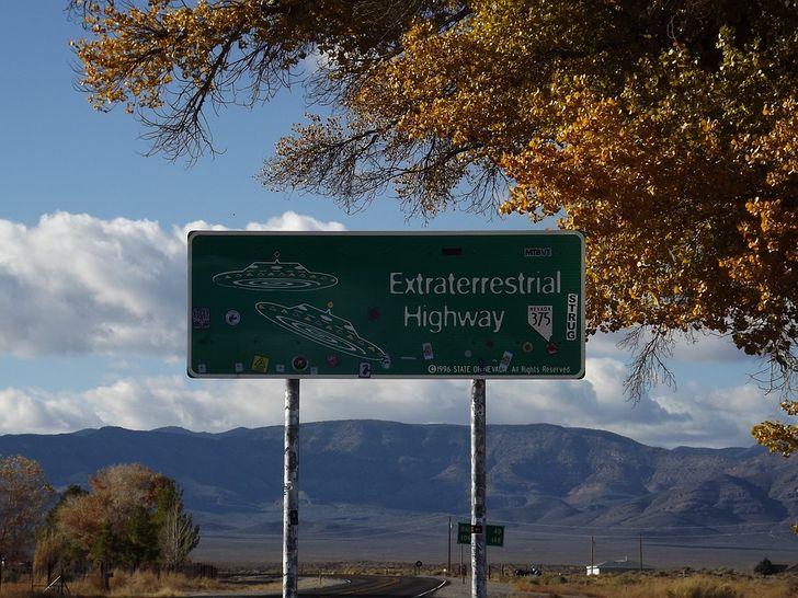 Qué se sabe sobre el Área 51, la zona en la que muchos creen que el gobierno de EE. UU. esconde alienígenas