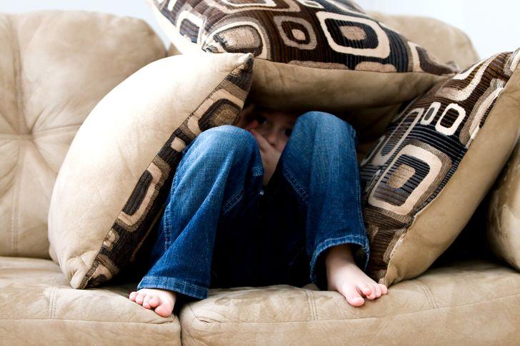 25 Personas contaron qué reglas ridículas de la infancia no les permiten vivir normalmente