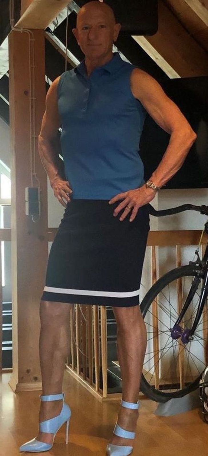 Soy solo un chico heterosexual, felizmente casado, que ama usar tacones altos y faldas como mi atuendo diario